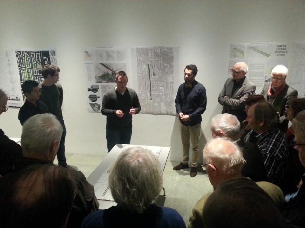 Foto: Michael Lobeck; Präsentation studentischer Entwürfe zum Bonn-Center am 30.10.2014 im Kunstmuseum Bonn; Lizenz: CC BY-SA 4.0