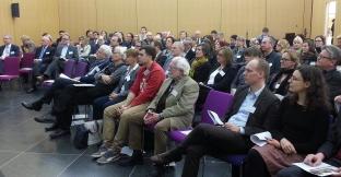 """Blick ins Publikum der Fachkonferenz """"Gesellschaftlicher Wandel und Quartiersentwicklung"""" in der Schader-Stiftung in Darmstadt"""