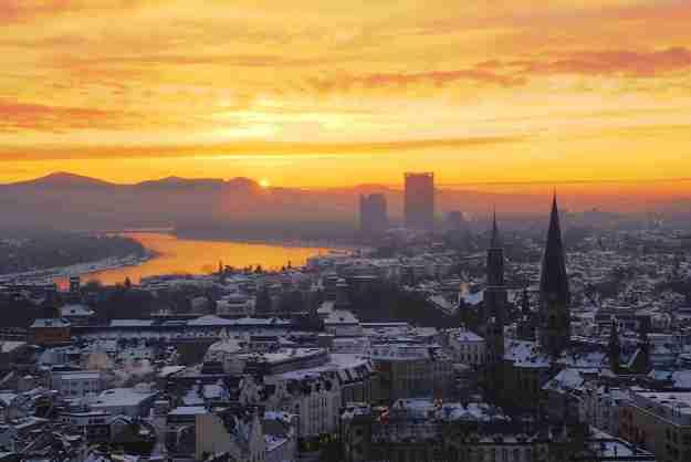 Sonnenaufgang über Bonn und dem Siebengebirge