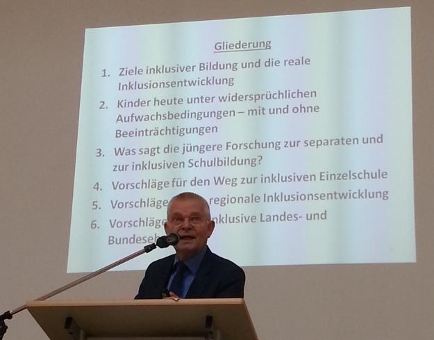 Foto von Prof. Preuss-Lausitzs, TU Berlin, bei seinem Vortrag zu Inklusion beim Bildungsforum des Vogelsbergkreises am 6.5.15 in Lauterbach