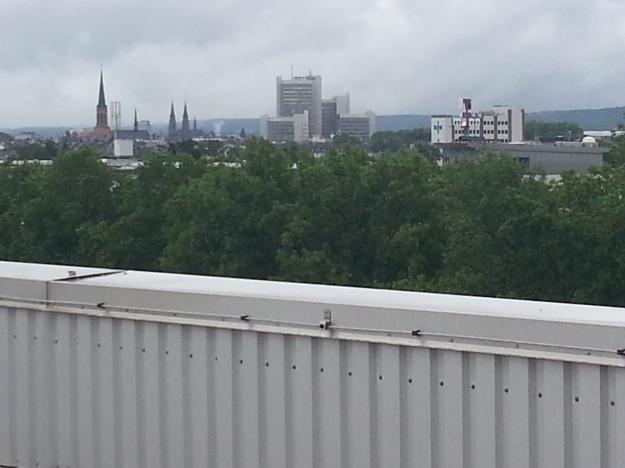 Blick vom Dach des »Silo«, eines Bestandsgebäudes des Projektes west.side in Bonn, in dem Loft-artige Wohnnutzungen geplant sind.