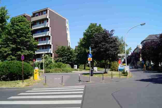 Gebäude in der Siedlung Didinkirica in Bonn am 5.6.2015