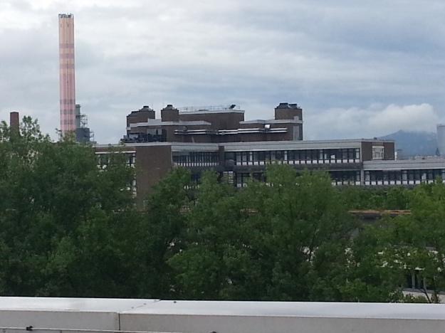 Blick vom Dach des »Silo«, eines Bestandsgebäudes des Projektes west.side in Bonn, zu den Chemische Instituten der Universität Bonn und der MVA.