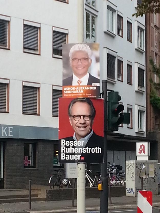 Foto von Wahlplakaten von Ashok Sridharan und Peter Ruhenstroth-Bauer zum OB-Wahlkampf 2015 in Bonn