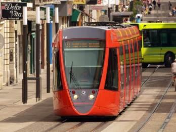 Foto einer Straßenbahn in Reims