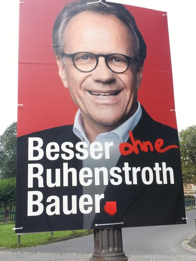 Foto eines veränderten Wahlplakates von Peter Ruhenstroth-Bauer, SPD, zur OB-Wahl 2015