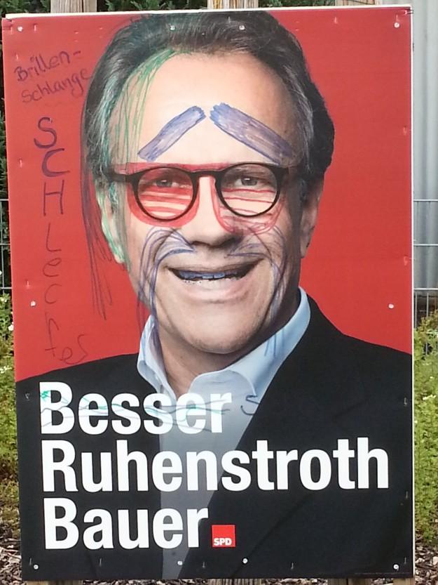 Foto eines veränderten Wahlplakates von Peter Ruhenstroth-Bauer zur OB-Wahl 2015