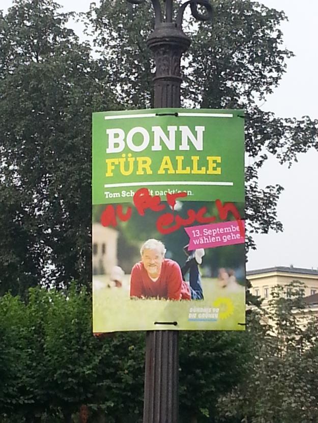 Foto eines veränderten Wahlplakates von Tom Schmidt, Bündnis 90/ Die Grünen, zur OB-Wahl 2015