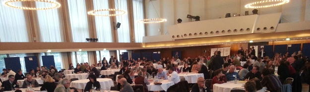 Foto beratender BürgerInnen in der Godesberger Stadthalle beim Zukunftsforum Bonn 2030 am 30.1.2016