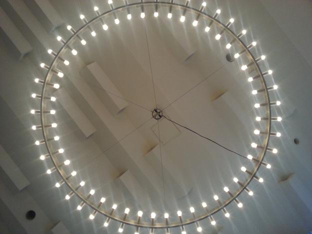Foto von der Deckenbeleuchtung der Stadthalle Bad Godesberg