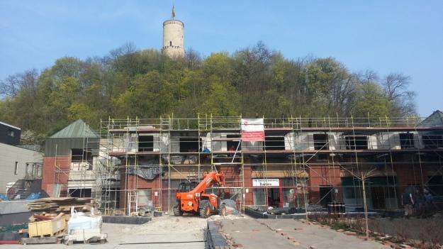 Foto der Baustelle Altstadt-Center Bonn Bad Godesberg mit Godesburg im Hintergrund