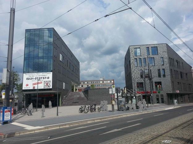 Foto der Bebauung am Konrad-Adenauer Platz in Bonn Beuel am 2.6.2016 / Blick auf beide Baukörper von der Kreuzung St. Augustiner Str. und Friedrich-Breuer-Str.