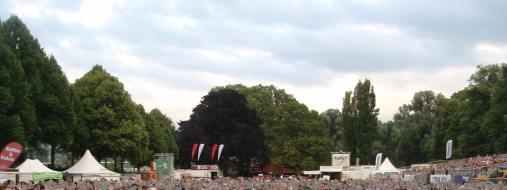 Foto des Publikums eines Konzertes auf dem KunstRasen Bonn