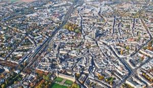 Schrägluftbild der Stadt Bonn bei Sonnenschein