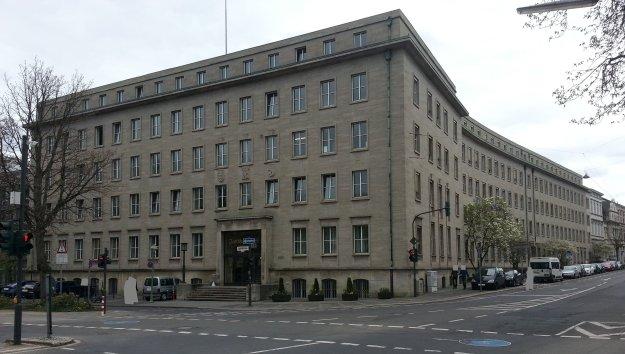 Foto eines Gebäudes der Zurich-Versicherung an der Ecke Poppeldorfer Allee / Bonner Talweg am 29.3.2017
