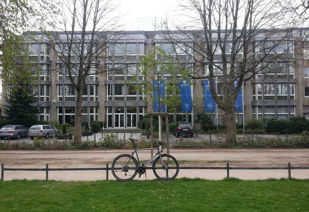 Foto eines Gebäudes der Zurich-Versicherung an der Poppeldorfer Allee am 29.3.2017