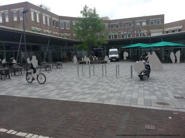 Foto des Platzes vor dem Tannenbusch-Center in Bonn-Tannenbusch am 15.7.2017