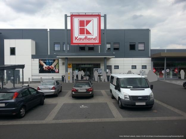 Foto des Eingangs zum Kaufland-Warenhaus im Tannenbusch-Center in Bonn-Tannenbusch am 15.7.2017
