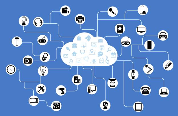 """Grafik einer """"Cloud"""", die im Stil einer Mindmap mit zahlreichen elektronischen Geräten verbunden ist (Mixer, Handy, Fotoapparat, TV, Flugzeug, Telefon, Auto, Lampe, ...)"""