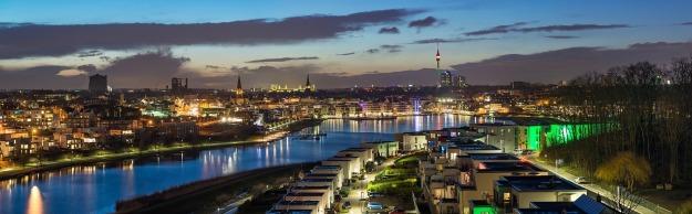 Foto mit Blick über den Dortmunder Phoenix-See von Osten