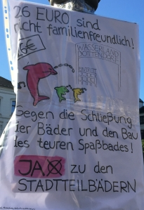 Foto eines Plakates von Günter Memmesheimer aus Bingen zum Bürgerentscheid über ein neues Schwimmbad in Bonn