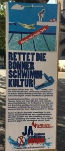 Foto eines Plakates der Bürgerinitiative Recht auf Schwimmen zum Bürgerentscheid über ein neues Schwimmbad in Bonn