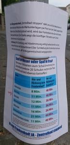 Foto eines Plakats von recht-auf-schwimmen.de zum Bürgerentscheid über den Stop des Baus eines neuen zentralen Bades in Bonn.