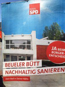 Foto eines Plakates der SPD zum Bürgerentscheid über den Bau eines zentralen Schwimmbades in Bonn