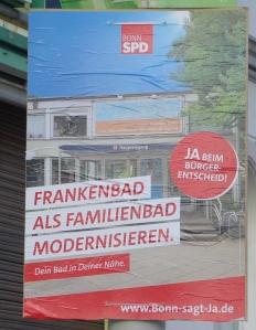 Foto eines Plakats der SPD zum Bürgerentscheid über den Neubau eines zentralen Schwimmbades in Bonn und zur Modernisierung des Frankenbades