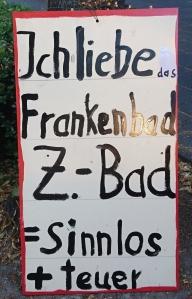 Foto eines selbstgemachten Schildes zum Bürgerentscheid über den Stop des Baus eines neuen zentralen Bades in Bonn.