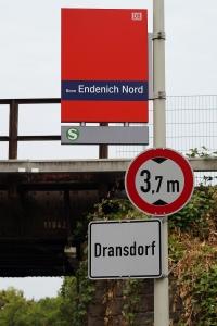 Foto des Hinweisschildes auf die S-Bahn-Haltestelle Bonn Endenich-Nord