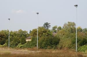 Foto des verlassenen und überwucherten Sportplatzes Vogelsang