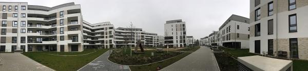 Foto des Bauvorhabens Südstadtgärten in Bonn-Kessenich, Panoramaaufnahme vom Eingangsplatz in das Quartier hinein