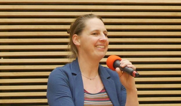 Portraitfoto von Lissi von Bülow beim Bonner Stadtgespräch des Forum Stadt Bau Kultur e.V.