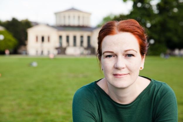 Foto von Katja Dörner, MdB, im Hofgarten Bonn