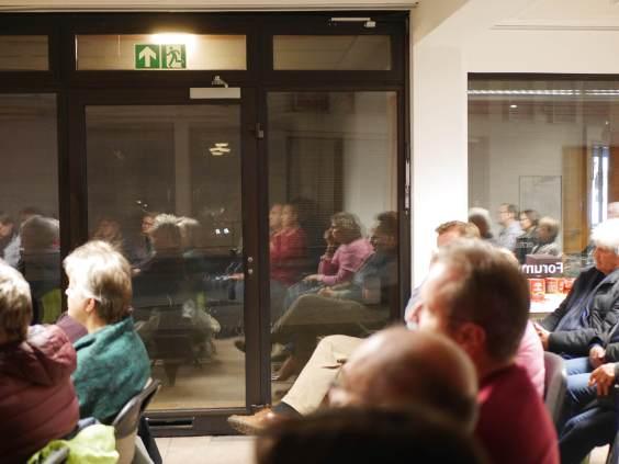 Foto ins Publikum des Bonner Stadtgesprächs des Forum Stadt Bau Kultur Bonn e.V. mit Katja Dörner