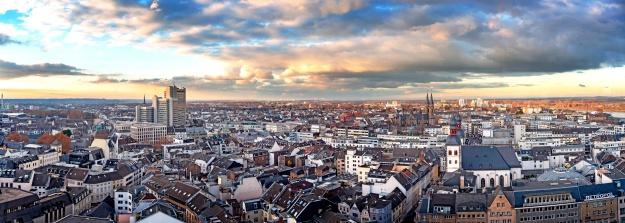 Fotopanorama von Bonn, Luftbild mit Stadthaus in der Abenddämmerung